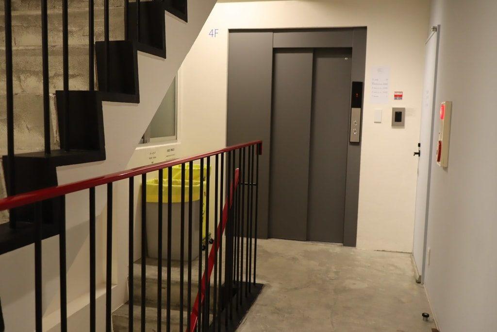 MAYU TOKYO WOMAN 階段